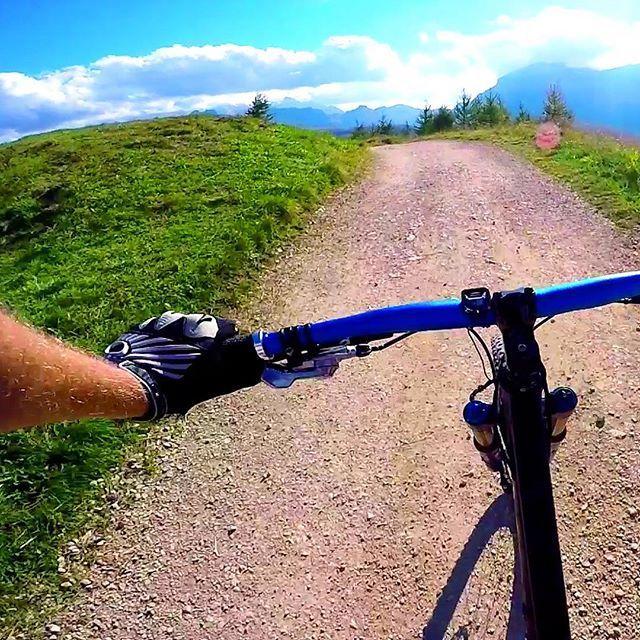 Days I'll remember forever #mtb #mtblife #mountainbiking #mountainbiker #mountainbike #mountainbikersbr #mountains #mountainlife #gopro #goprohero5 #pov #pointofview #firstperson #like4like #likes4like #likeforlike #adventure #adventuretime #holiday #holidays #enjoylife #enjoy #lifedreams