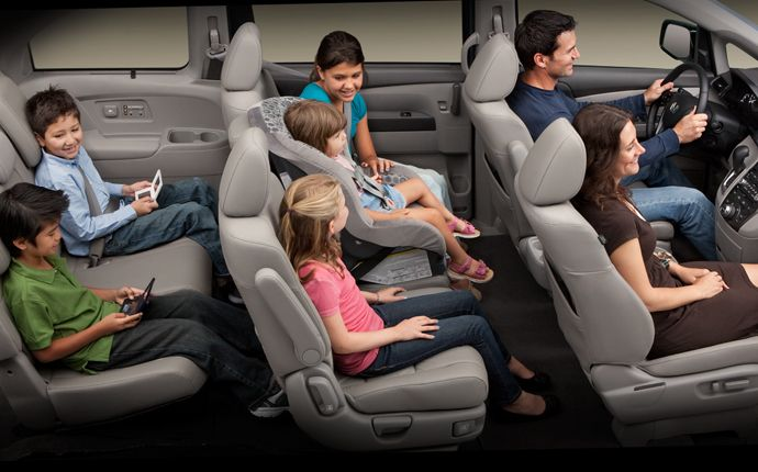honda odyssey interior -- love the middle seat in the middle row