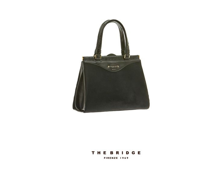 Gift idea for her: this handbag from our Brera collection will be perfect with any outfit. Material: hand-buffed, vegetable tanned leather. Available from our online shop.