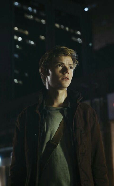 New stills from The Maze Runner: The Death Cure Newt (Thomas Brodie-Sangster)
