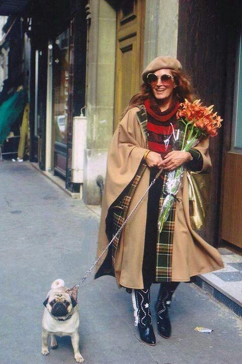 Dalida avec son carlin