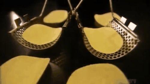 Ya se resolvió el misterio de las papas fritas enlatadas. Así es cómo las fabrican!