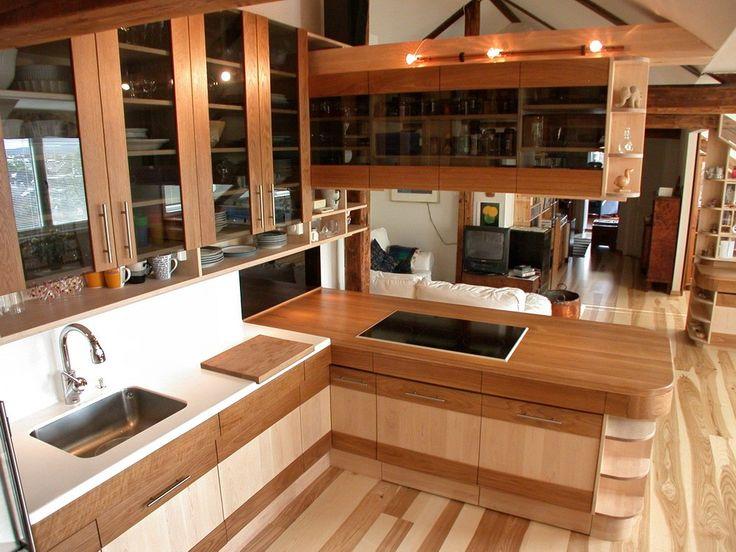 kjøkken eik, bjerk og sotfarget glass