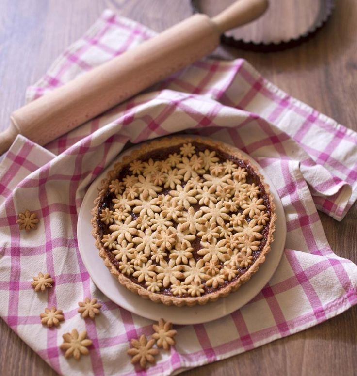 Tarte rhubarbe fraises et ses petites fleurs de pâte sablée - Ôdélices : Recettes de cuisine faciles et originales !