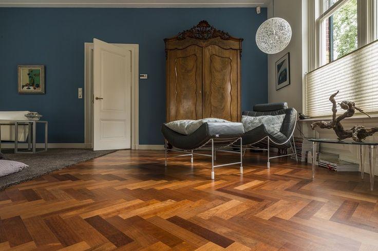 Het uit Zuid Amerika afkomstigeJatoba Visgraat iséén van dehardste houtsoortenter wereld,waardoor de vloer zeer geschikt is voorzware belasting.