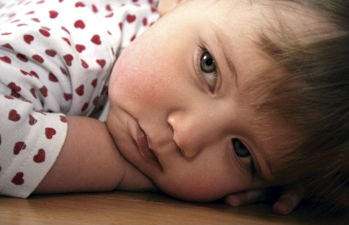 """""""Pienille lapsille on aivan turha hokea aamuisin, että pitää joutua, kun kello on jo noin paljon. Ei lapsi ymmärrä sitä. Toki voi hoputtaa, mutta kelloon on turha vedota. Kellon hokeminen ei kerro mitään alle kouluikäiselle"""", sanoo neuropsykologian erikoispsykologi Heli Isomäki Neuropsykologipalvelu Luduksesta.  Aamukaaos kuriin – näin opetat lapselle ajantajua"""