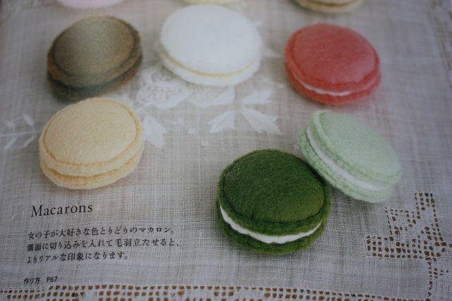 Tuto macarons en feutrine  http://www.creactivites.com/134-accessoires-decoratifs-feutrine