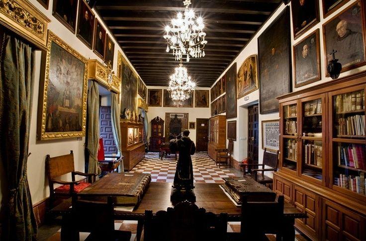 Las tres granadas decoraci n castellana pinterest for Mueble castellano restaurado