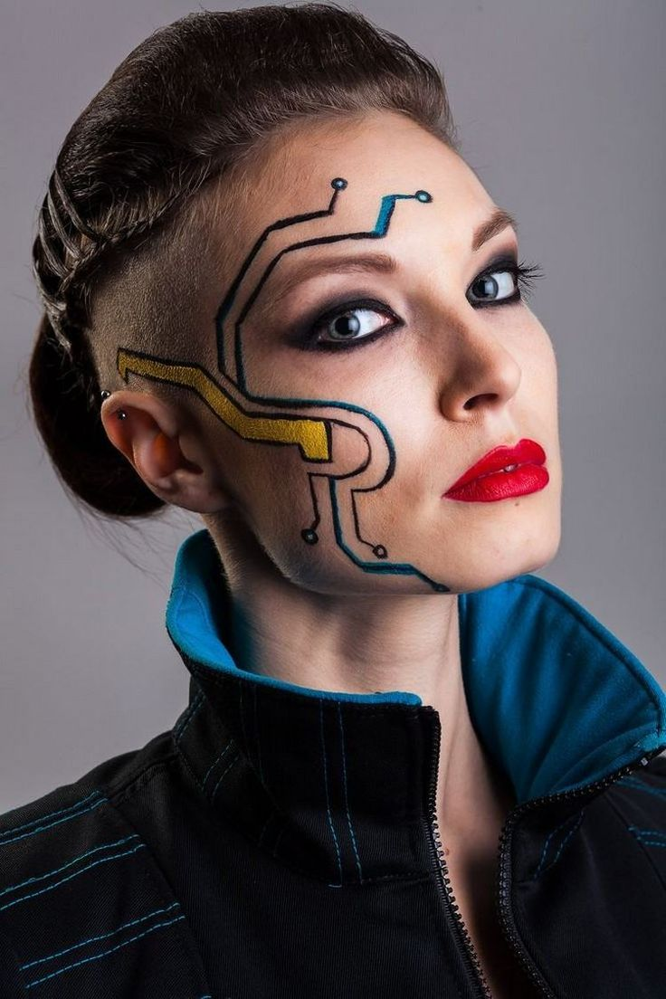 futuristisches Make-up und Sidecut Frisur