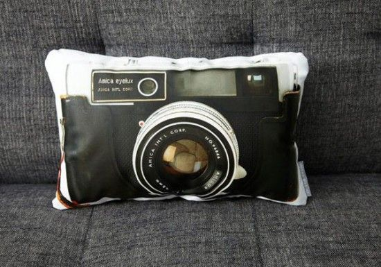 camera pillow: Vintage Cameras, Polaroid Camera, Amica Eyelux, Camera Pillows, Camerapillow,  Polaroid Land Camera, Prints Pillows, Eyelux Camera, Design Blog