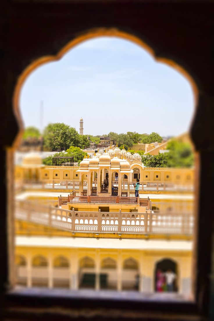 Hawa Mahal's window displays an array of images with different perspectives.