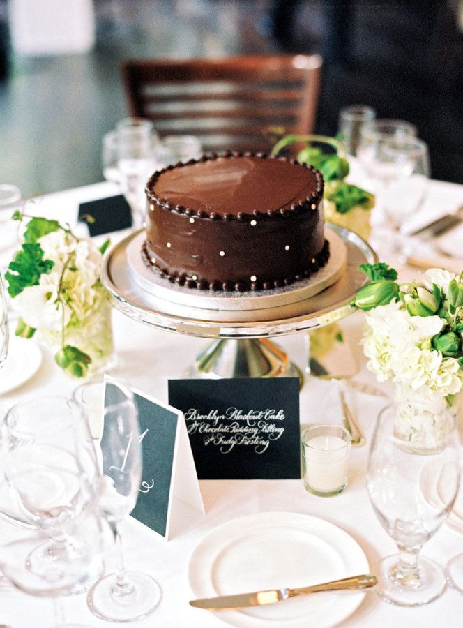 Hands down, one of the greatest wedding details I've come across is the cake centerpiece. at each and every table. GENIUS! It's paired down elegance, totally scrumptious and makes for really happy guests. What is not to love with that