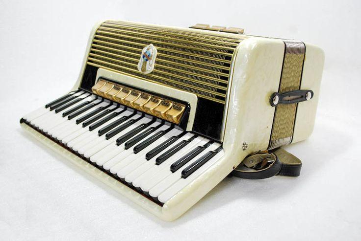 Accordion Weltmeister Piano Accordion 120 Bass Button German Acordeon Vintage Musical Instrument Accordeon Accordian Gigantilli IV  Case