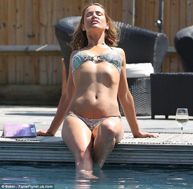 Hot #SophieAnderton shows off her #bikini body