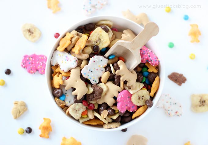 Zoo Snack Mix: a great idea for a party of preschool activity! Let the kids make their own custom mix!