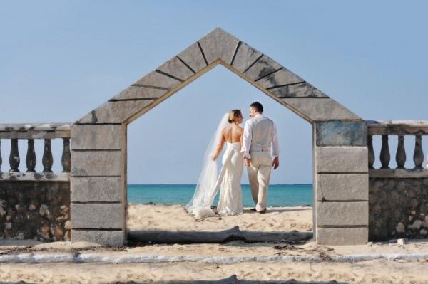 The Poop Deck - Nassau, Bahamas Wedding - Photography by Hazel Photographers