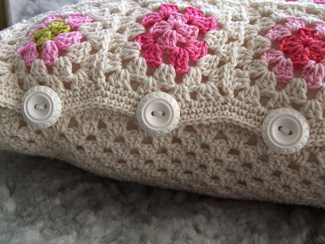 Crochet pillow details: by MiA Inspiration on Flickr...