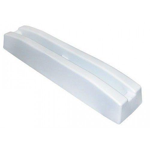 Кранец причальный БПМ 520х110 мм белый  Кранец причальный малый. Для крепления на плоскую поверхность. Цвет белый. Размер 520х110  мм. Изготовлен из вспененного ПВХ. В комплект входит крепеж.                 Свойства                     КодТовара                     10918