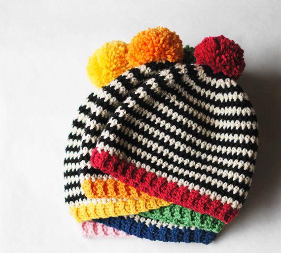 PATRÓN DE GANCHILLO    Rayas blanco y negro y un estallido de color brillante que esta super fácil patrón un divertido y rápido regalo para