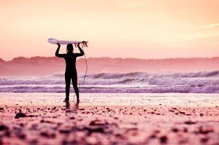 Ericeira: 1 oder 2 Wochen Wind und Wellen inkl. Surfkurs und Frühstück im MagikVanilla Guesthouse am Atlantik ab 299 €