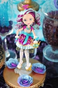 Madeline Hija del sombrerero loco Party Decoration Ideas para Fiesta de Ever After High http://comoorganizarlacasa.com/ideas-para-fiesta-de-ever-after-high/ Decoracion para Fiesta de Cumpleaños o Piñata de Ever After High, Decoracion de mesa de postres o MEsa de dulces, Decoracion del salon #EverAfterHigh #FiestaEverAfterHigh #PartyEverAfterHigh #MesaPostresEverAfterHigh #candyBarEverAfterHigh #DecoracionEverAfterHigh #ideasEverAfterHigh