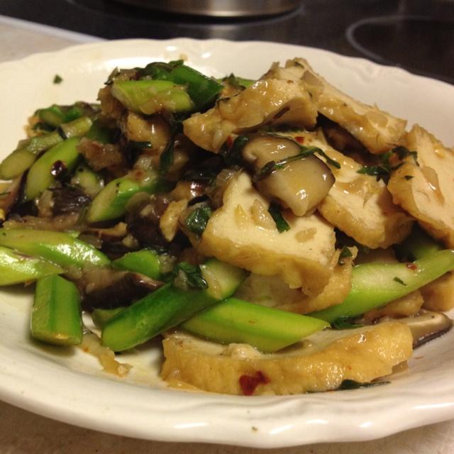 ... fix! Lenten meal! Tofu stir fry with asparagus, shiitake and basil