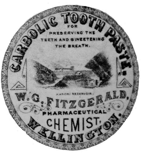 CARBOLIC TOOTH PASTE FOR PRESERVING THE TEETH AND SWEETENING THE BREATH KARORI RESERVOIR W G FITZGERALD PHARMACEUTICAL CHEMIST WELLINGTON CERAMIC POTTERY LID