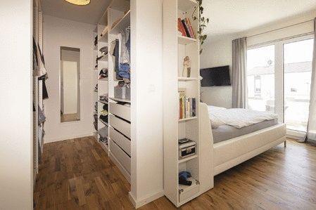 Schlafzimmer mit begehbarer Umkleide