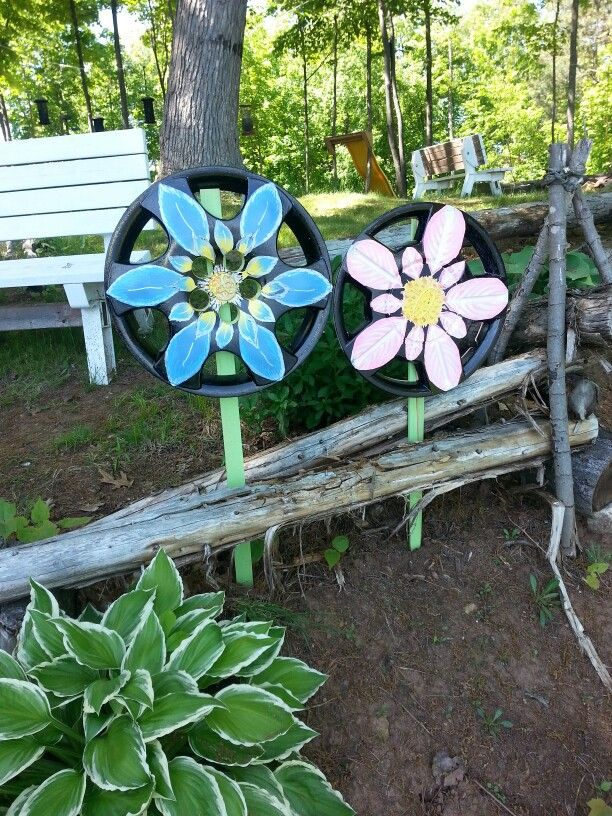 My hubcap flowers came out pretty good w/ paint markers but I will use brush and enamels next time.