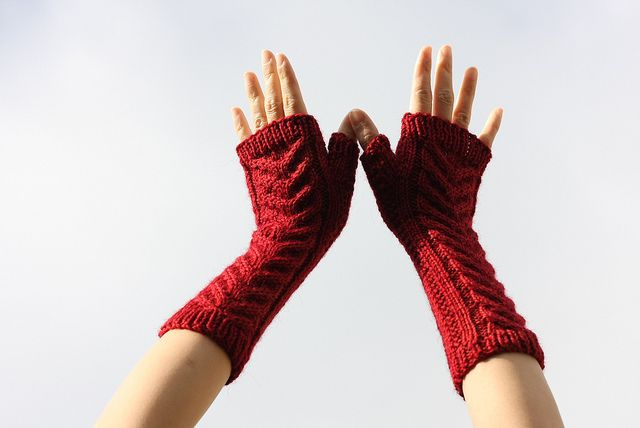 ...rannoch fingerless mittens by Corinee Edinger, as knit by anakbabiilang...
