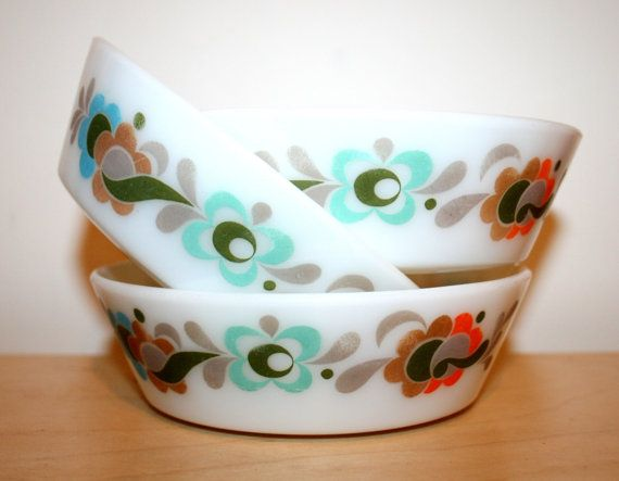 pyrex dishes from the 60s... love them.