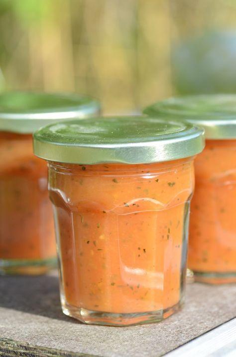 tomaat, courgette gember confituur http://www.backstagekitchen.com/?p=998  - 600 g tomaten, 400 g courgette, 1 appel, 150 ml gemberwijn (Stone's of Crabbie's), 1 sinaasappel, 2 citroenen, 300 g geleisuiker