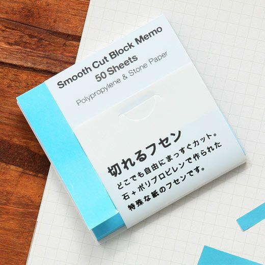 石とポリプロピレンを原料に作られた紙を使用した付箋です。 はさみを使わず、手でまっすぐ切ることができるので、 必要な分だけ切り取ってお使いいただけます。また木を使わないエコロジー素材です。   サイズ:幅7.5 × 高さ7.5 × 奥行0.6 (cm) 素材:ストーンペーパー 生産:中国 パッケージ:へッダー付きPP袋入り 備考:50枚入り  【注意事項】 ・消しゴムの使用や付箋を強く擦ると、色が薄れたり、色移りの恐れがありますので、ご注意の上ご使用ください。 ・付箋のり部分に色移りがおこる場合がございます。あらかじめご了承ください。 ・インクによってはインクがはじかれてにじみが生じる恐れがございますので、あらかじめご留意ください。  cn135 CN135
