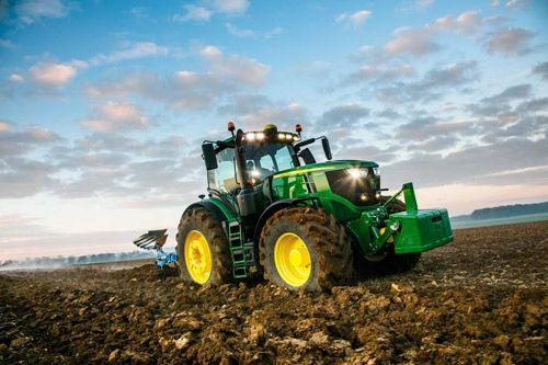 Grâce à une réserve de puissance de 50 chevaux avec système de gestion intelligente de la puissance (IPM), le tracteur 6250R s'inscrit comme un fleuron technologique pouvant développer jusqu'à 300 chevaux, si nécessaire. Avec ses 9,3 tonnes, ce modèle léger est non seulement le plus puissant de sa catégorie, mais il offre également un rapport poids/puissance inégalé de 31 kg/ch. De plus, avec son poids maximal autorisé de 15 t, le 6250R offre une charge utile de 5,7 t lui permettant de...