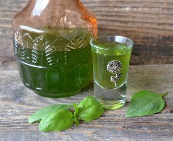 Il Liquore al basilico è un ottimo digestivo,gustatelo freddo