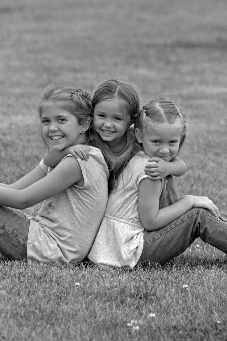 3 sisters siblings photo poses.  Check out more at Pockets Full of Poses Photography- Carroll, IA   https://www.facebook.com/pages/Pockets-Full-of-Poses-Photography-Carroll-IA/272868102751496