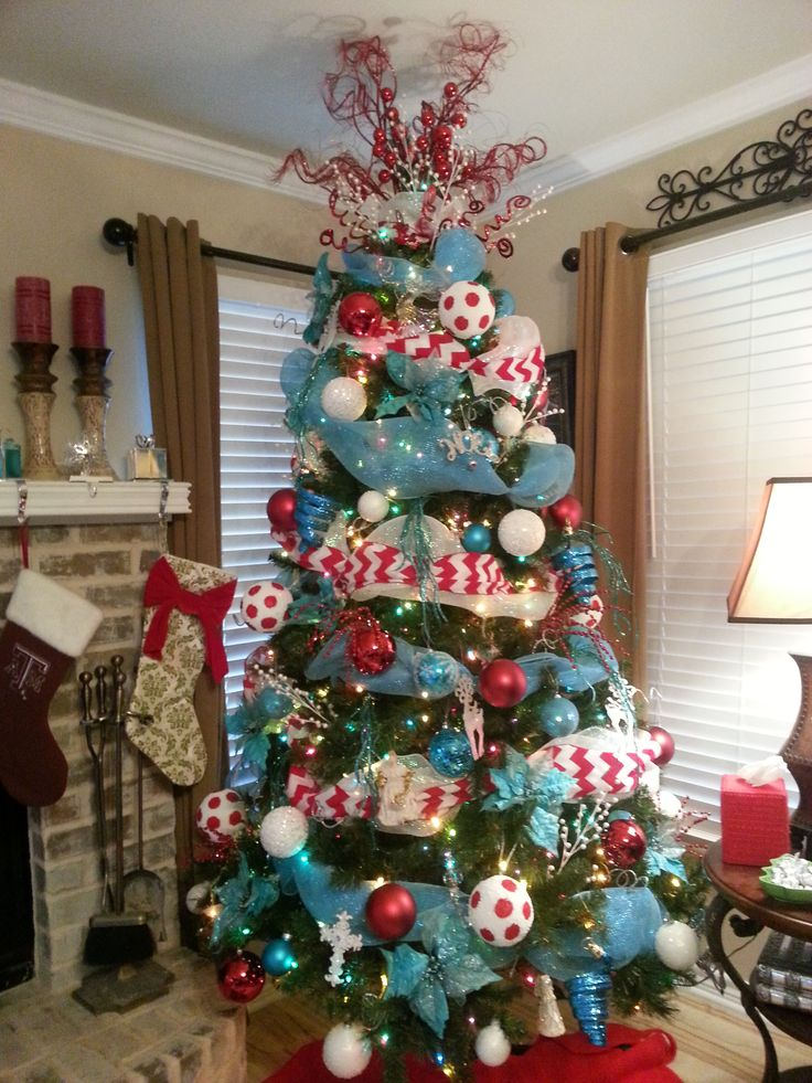 1000 Ideas About Red Christmas Trees On Pinterest