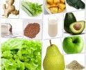 Green Energy Monster smoothie: 1/3 krop sla, in stukken gescheurd, 1 rijpe peer, geschild en in stukken, 1 groene appel, geschild en in stukken, 1 rijpe avocado, geschild en vruchtvlees van de pit verwijderd, 2 stengels bleekselderij, in grove stukken, 1 handvol bevroren mango blokjes, 2el havervlokken, 1el lijnzaad, 1tl spirulina, 200ml sojamelk, 200ml kokoswater