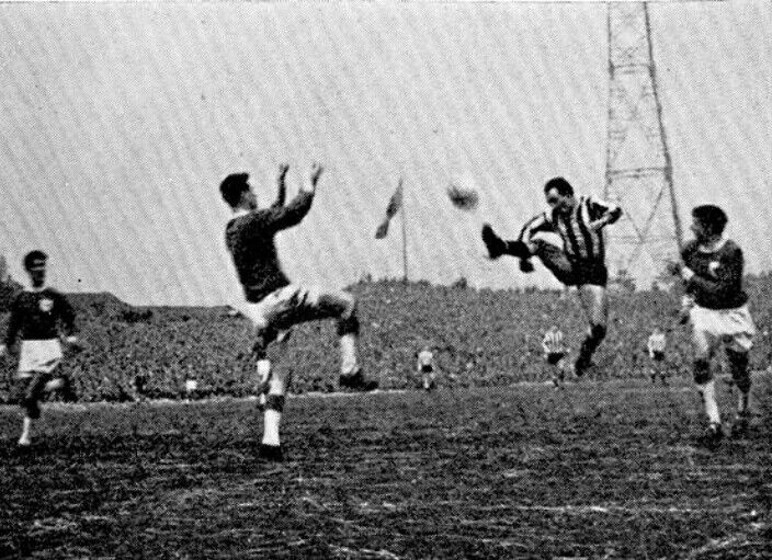Newcastle Utd 1 Bedford Town 2 in Jan 1964 at St James Park. A goal from Stan Anderson for Newcastle, roared on by a 33,000 crowd in the FA Cup 3rd Round.