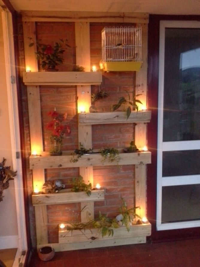 Planter from two pallets - [Macetero a partir de dos palets] Planter Wall - Source: LascosasdeBego