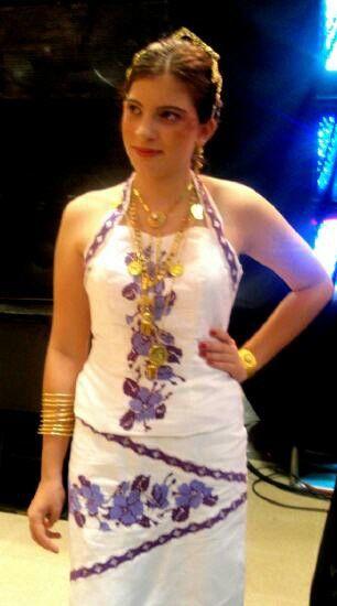 Vestido estilizado panameño