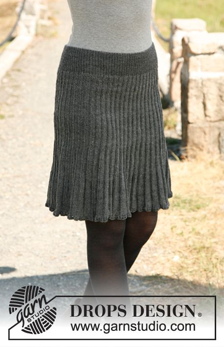 """Free pattern! Knitted DROPS skirt in """"Fabel""""."""
