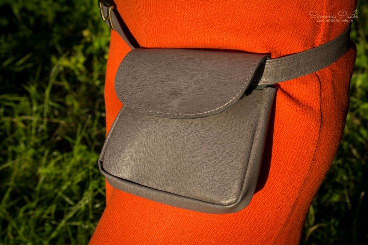 Husky Heather with Lid - The ideal fashion bumbag for festivals and traveling. Handmade from genuine leather. #kamabag #kamaloveon #designer #grey 30€