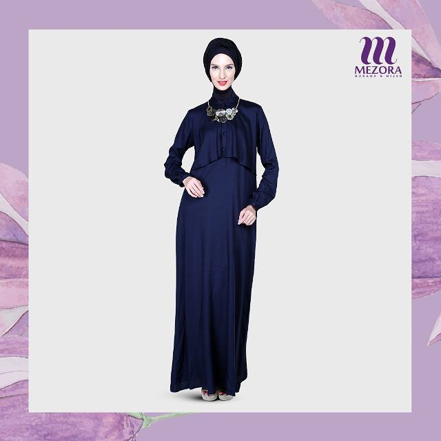 Navyta Dress memiliki detail unik yang memberikan kesan menutup bagian dada.  Pas untuk dipadukan dengan gaya hijab turban atau diikat simple ke belakang. Yuk miliki segera 😊 . Navyta Dress Rp 277.000 . Ukuran: S-XL Material: Cotton Dobby . Format Pemesanan Nama: Alamat Lengkap: (RT, RW, Kel, Kec, dan Kode Pos) No HP: Pesanan: (sertakan nama koleksi, warna dan ukuran) . Pemesanan juga dapat dilakukan melalui: - WhatsApp:  081809766444 (No Call) - BBM: 7F3A1238 - LINE: @Mezora . Pesan…