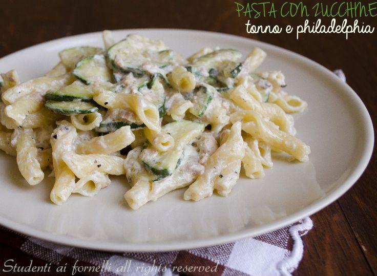 Pasta zucchine tonno e philadelphia..uno di quei primi piatti semplici ma gustosi che si prepara in pochi minuti. Per un pranzo o una cena veloce..