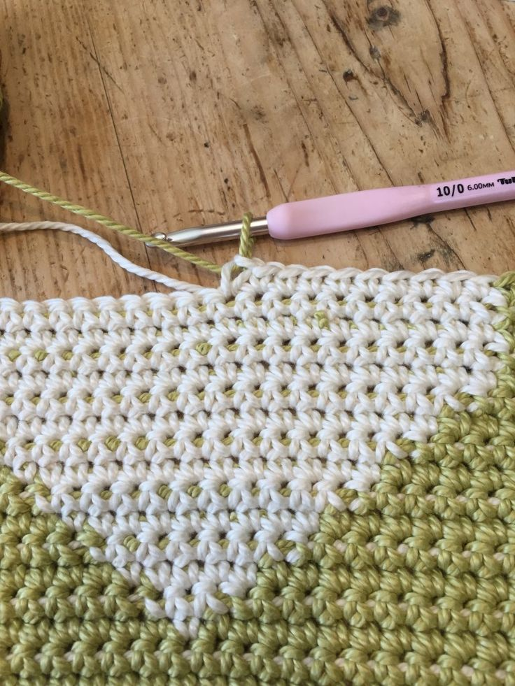 Crochet with Kate: FREE shopper tote crochet tutorial on the LoveCrochet blog
