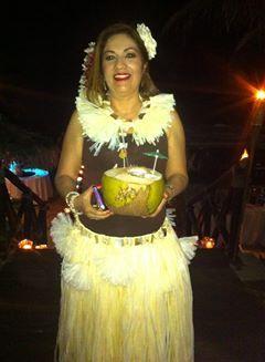 lindo traje de hawaiana hecha con rafia y decoradas con caracoles perlas cristal y  concha nácar