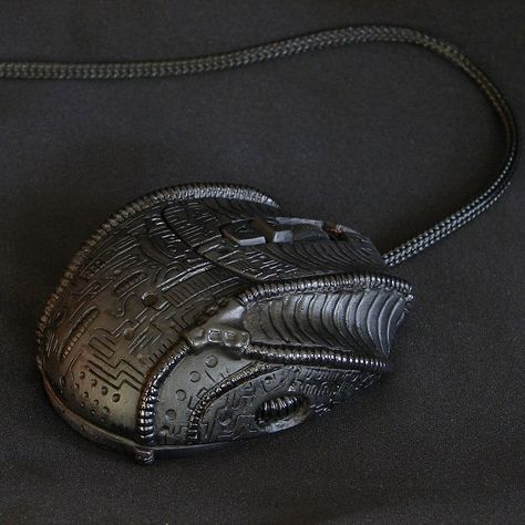 Need this! H.R. Giger Mouse: for the Alien Queen's PC