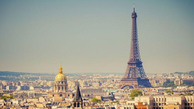 Non l'été n'est pas terminé ! La preuve : le soleil est encore là et il vous donne envie de profiter encore des charmes de la saison à Paris !   Un farniente dans le jardin des tuileries, face au Louvre ? Une croisière en batobus pour aller admirer la tour Eiffel ou Notre-Dame de plus près ? Un concert de musique classique ? 😍 🚤 🚣 👓 🎷 🎸www.hotelcontinent.com  #Paris #été #farniente #continent #boutiquehôtel #Louvre #batobus #croisière #jardin #Tuileries 
