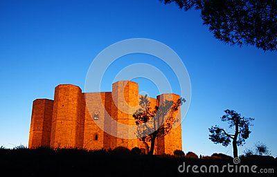 Castello Del Supporto - Scarica tra oltre 27 milioni di Foto, Immagini e Vettoriali Stock ad Alta Qualità . Iscriviti GRATUITAMENTE oggi. Immagine: 46242319
